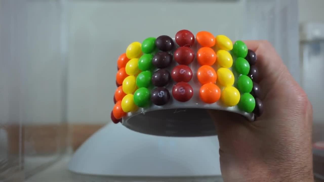 有趣的实验!如何用彩虹糖制作彩虹瀑布呢?