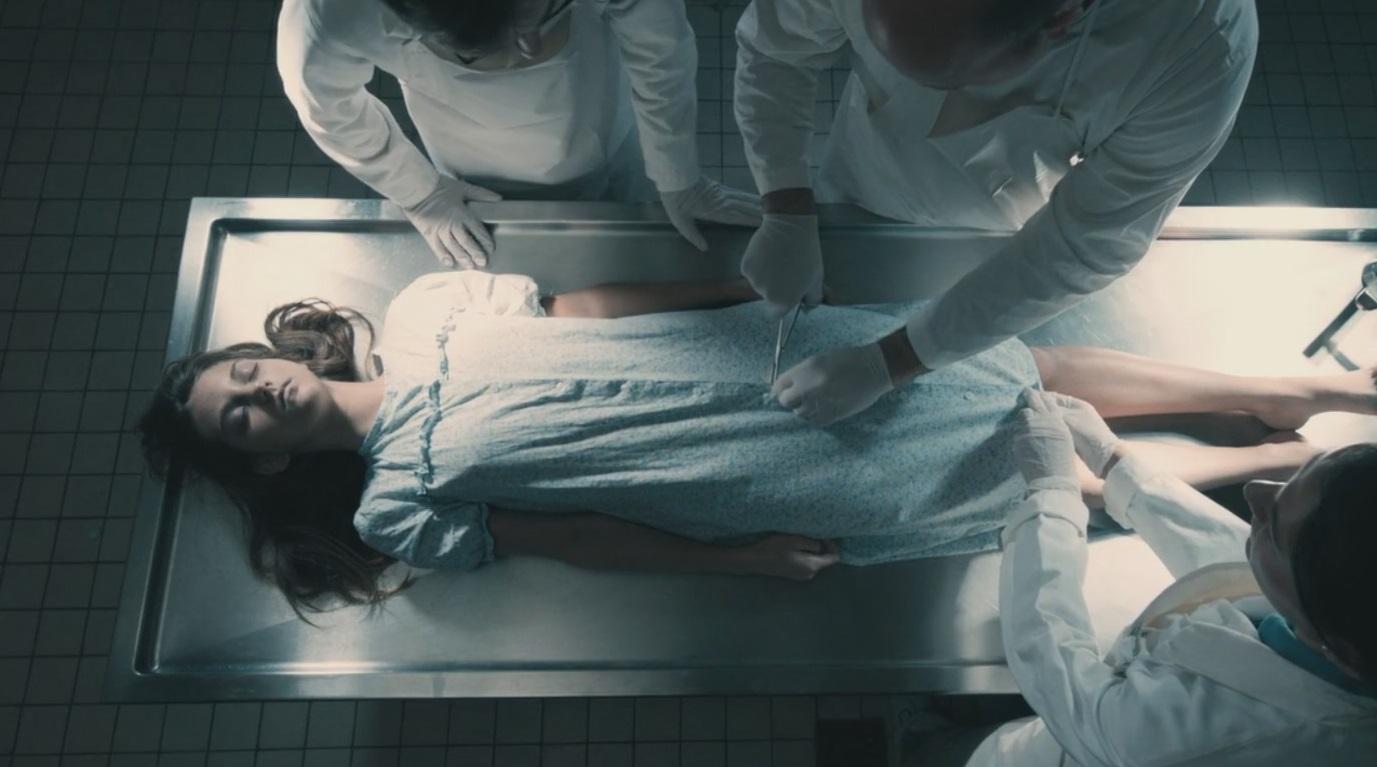 #经典看电影#3分钟看完人性黑暗电影《以女儿之名》,继父的兽行令人发指