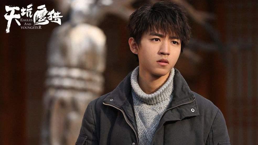 #电影最前线#《天坑鹰猎》王俊凯对校花一见钟情,被拒绝后陷入三角恋