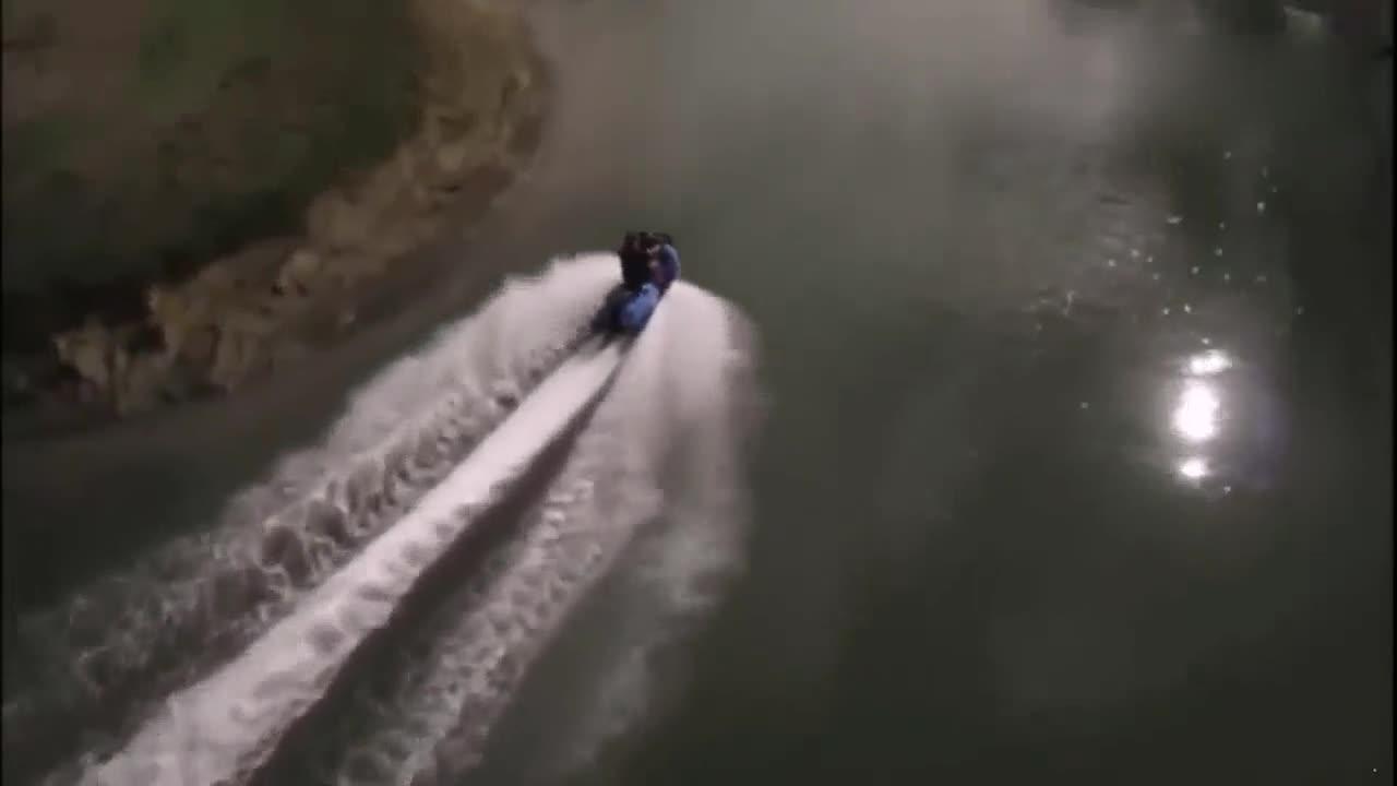 变身只需1秒 水陆两栖摩托车无敌表现