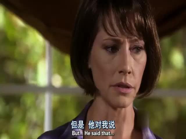 罪犯查找到官员的妻子和儿子,故意激怒妻子最后在将其杀害?