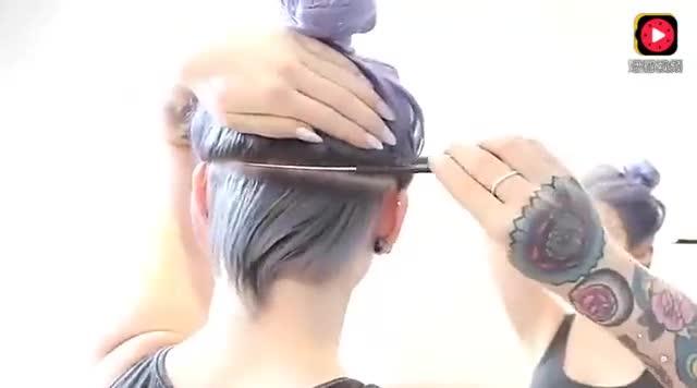 外国妹子嫌天热,直接把脖子后的头发剃光,没想到扎起马尾这么酷