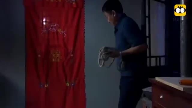 #经典看电影#新婚之夜,妻子不让圆房,丈夫半夜用绳捆住妻子逼她圆房!