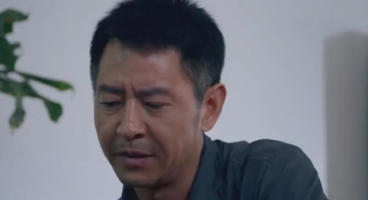 #这个视频666#郭晓峰《弥天之谎》杜闻一心为着抓到疑犯,却多次错抓被领导批评