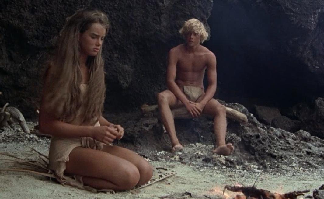 #羞羞看电影#一部让你大饱眼福的电影,一男一女流落荒岛,衣服越来越少
