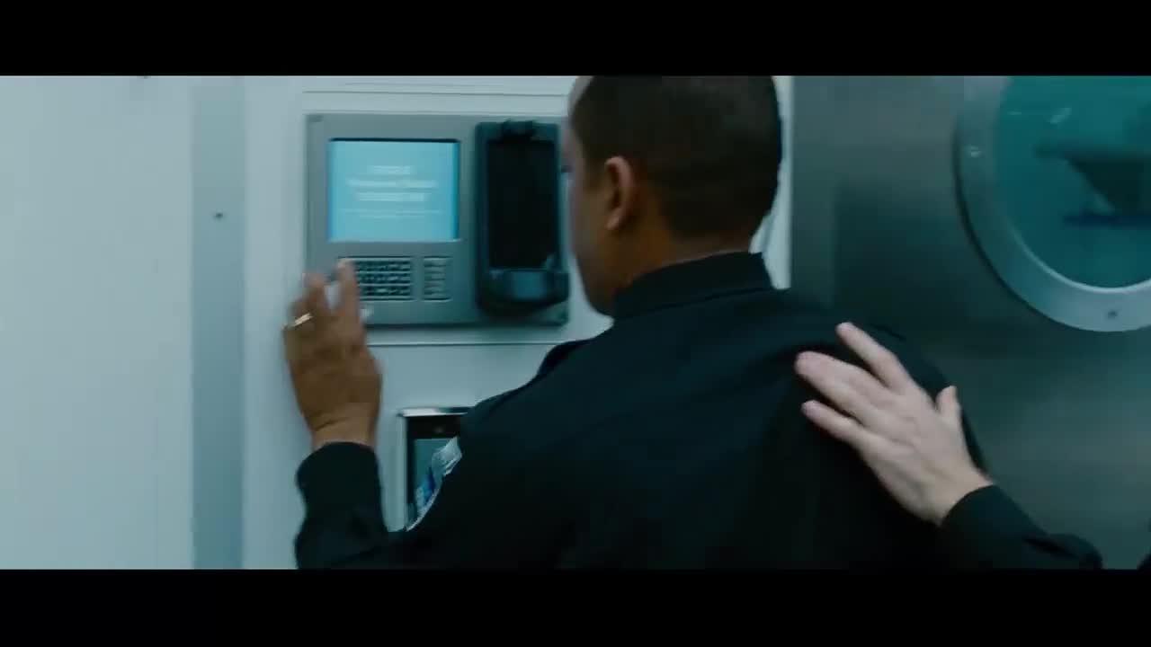 男子极其凶狠,想要杀掉最后一个同事,辛好有人来支援