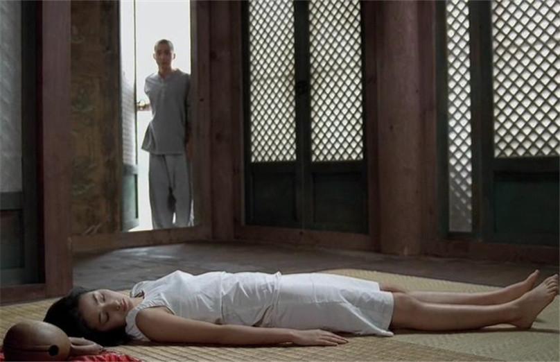 #电影最前线#小和尚第一次遇见女施主,没忍住就犯了错!