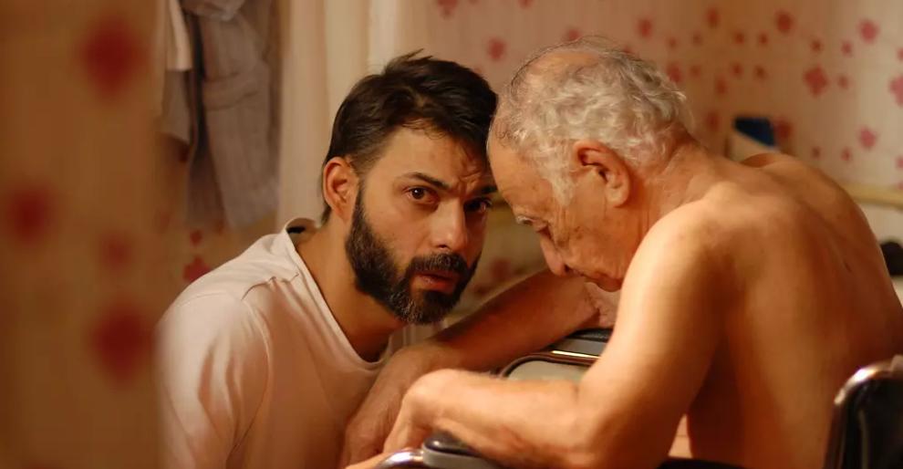 #经典看电影#伊朗男子为了老年痴呆的父亲而拒绝出国,于是妻子选择与他离婚