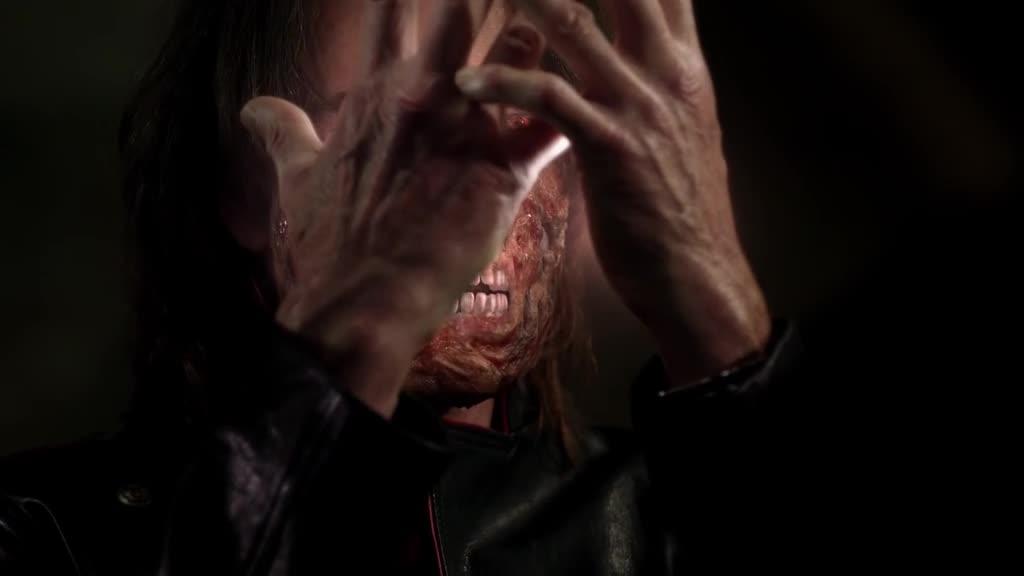 吸血鬼的脸被打成了这样,突然影子变成了天使,不可思议