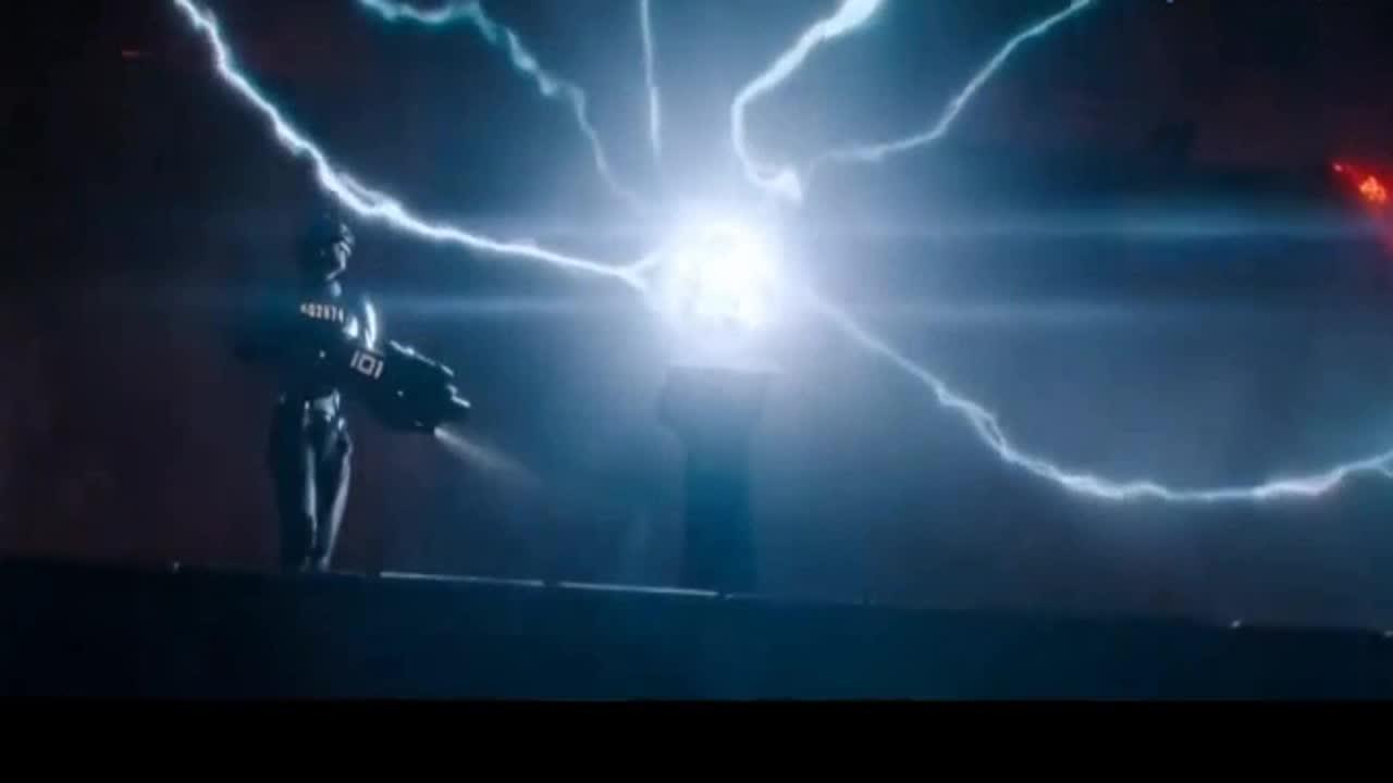 #经典看电影#科幻版金钟罩,各种火力齐发也无法破功