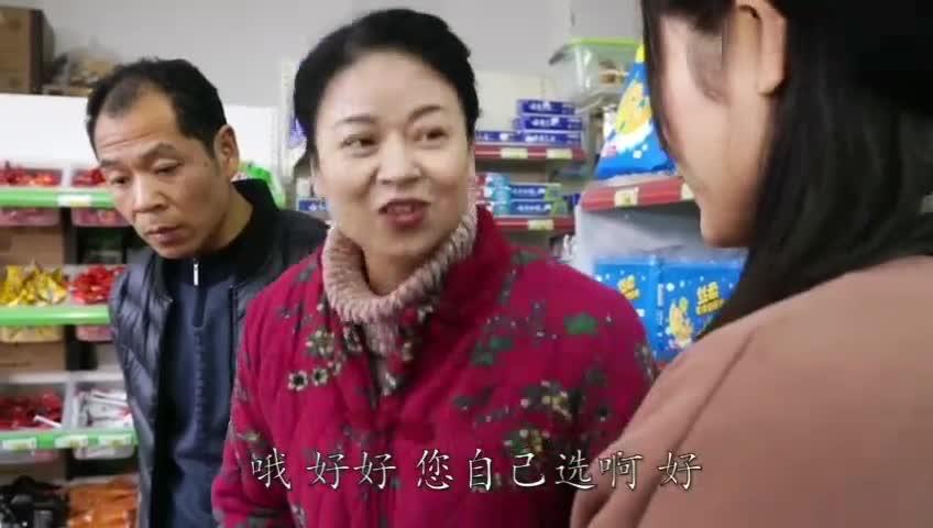 #二货学幺叔买水果#二货学幺叔买水果,结果被老板娘骂了一顿,太搞笑了