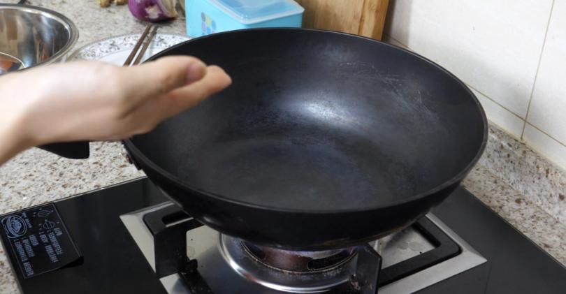 #新锅保养,开锅方法#新买的锅这样处理下,用一辈子都不生锈不粘锅,家家户户都需要