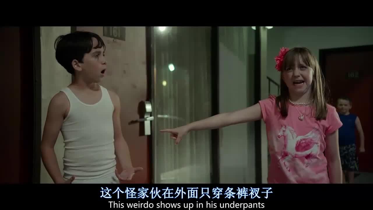 这个小女生真是天生的演员,眨眼就把烂摊子推给别人
