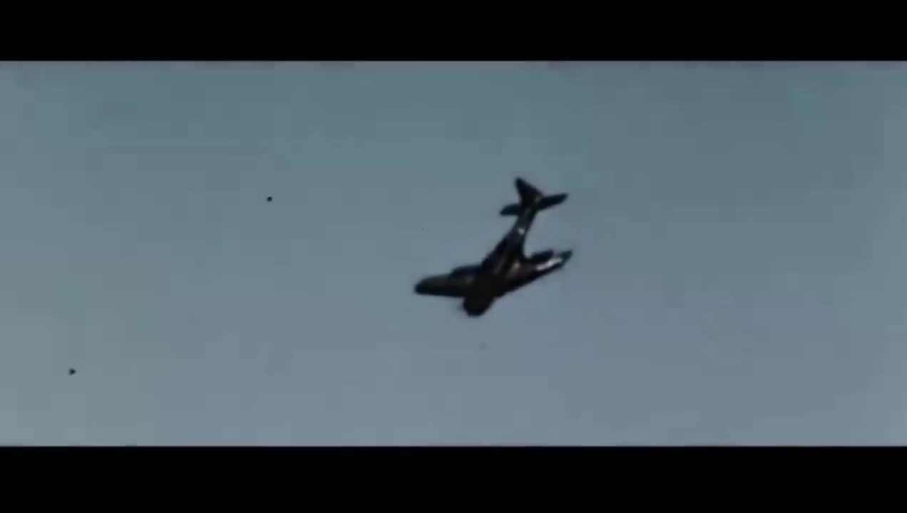 #经典看电影#美军俯冲轰炸机一波歼灭日军三艘航母,真是大快人心