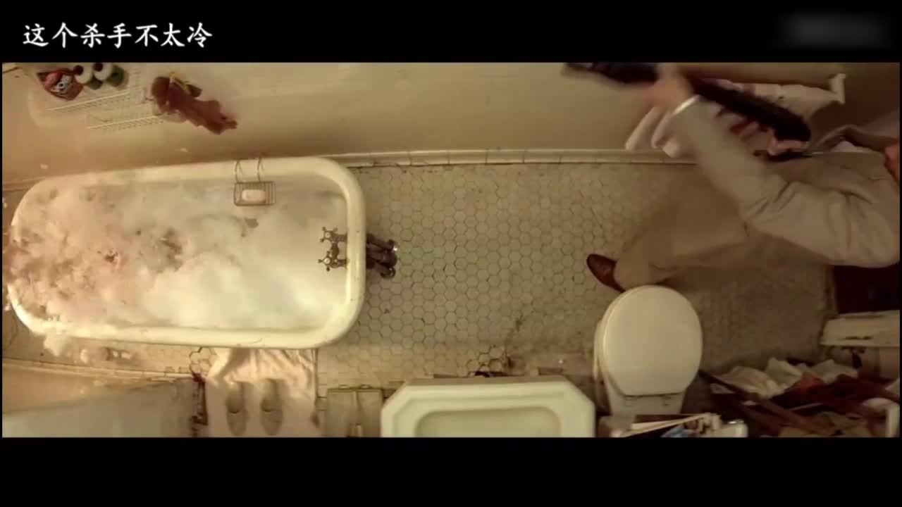 女子在洗澡,却突然被爆头!