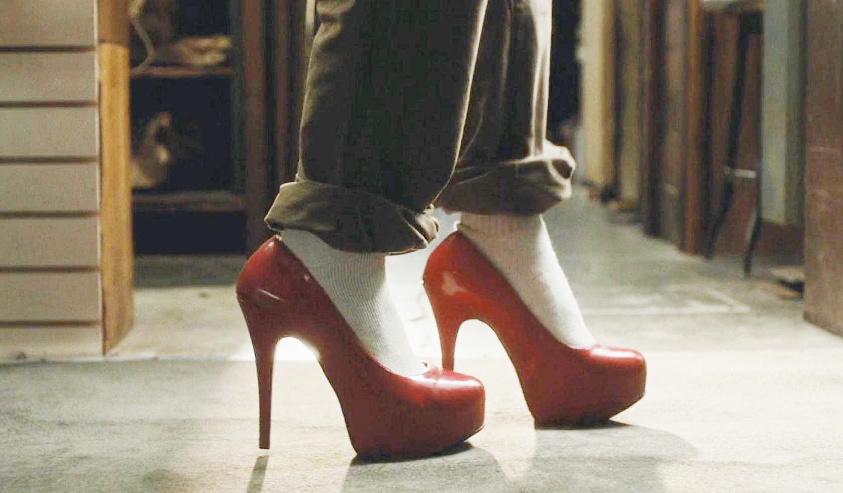 #经典看电影#小伙穿上谁的鞋就会变成谁,连性别都能改变!