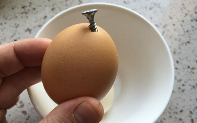 #鸡蛋壳的妙用#以后鸡蛋壳不要扔掉了,它的这5大妙用,能为你省下不少钱