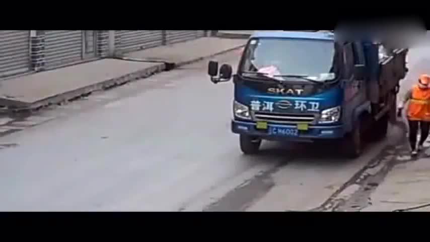 #车祸#横穿车流毫无顾忌,还和大货车抢道,这样结局让人叹息!