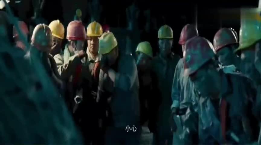 #经典看电影#施工现场不小心打碎了挖出的奇怪坛子,结果工人们全跑了