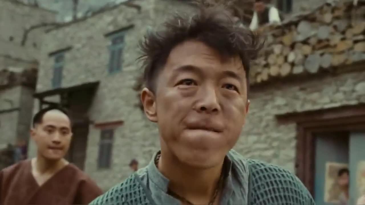 #电影片段#牛结实拿起板砖砸自己,鲜血流了满面,震得村民们不敢动