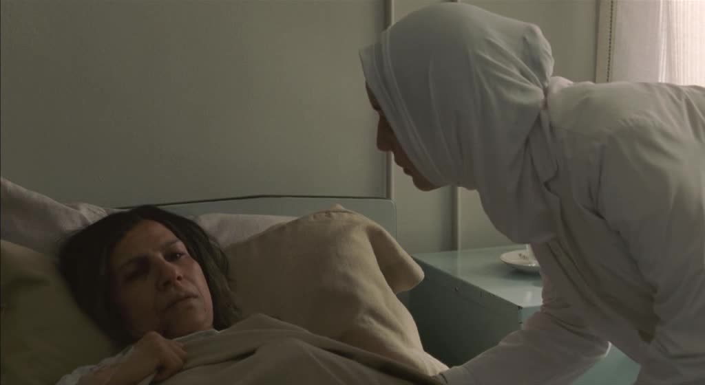兄妹两来医院看老人,知道他们的身份后,老人立马激动了