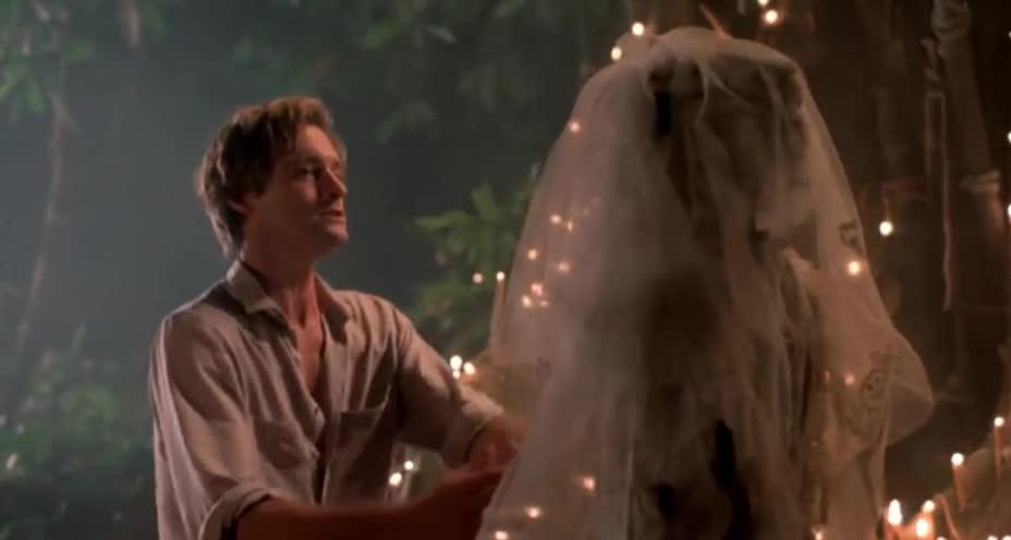 夜宿森林遇怪事 僵尸新娘口吐巨蟒