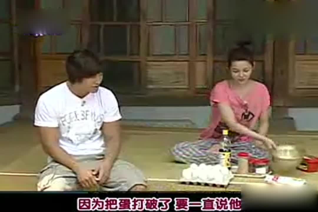 诗妍和金钟国在说啥,暗地里透着小秘密?