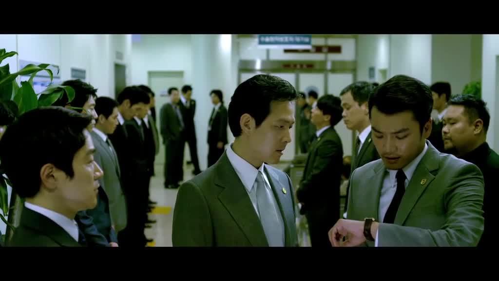 抢救室门口,询问上海大哥,机场接到大哥