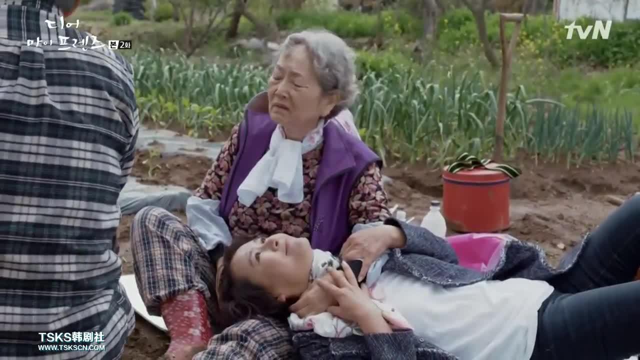 躺在妈妈的怀里,真是幸福呀!