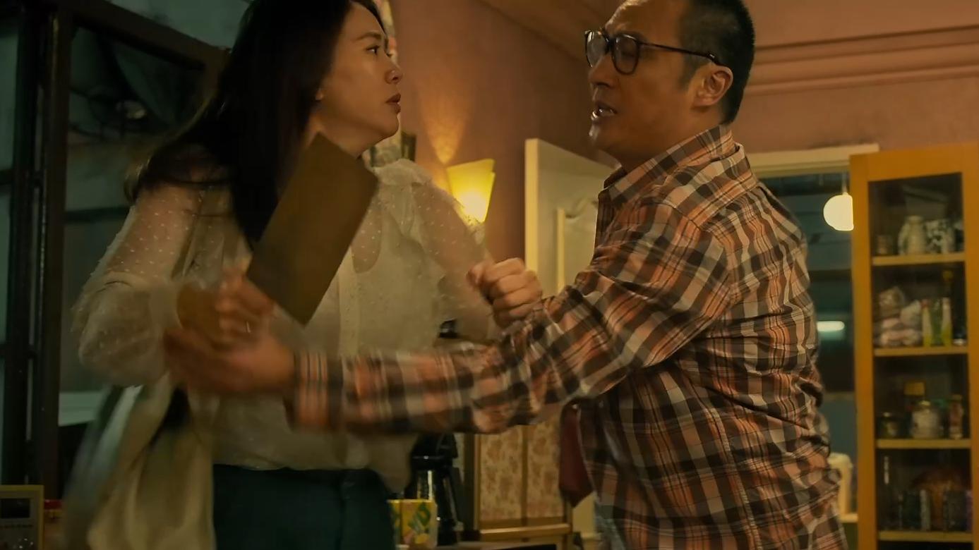 #家和万事惊#这部充满荒诞性与讽刺性的喜剧片,告诉你香港人为了供房有多疯狂