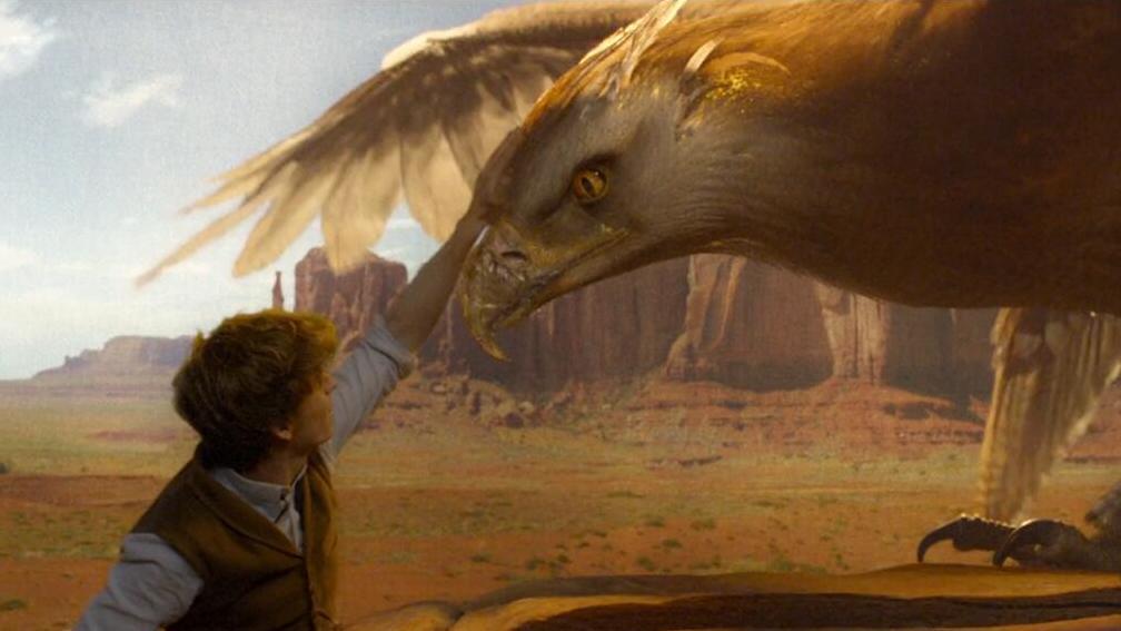 #经典看电影#小伙驯服了一只呼风唤雨的雷鸟,锁在自成一方天地的神奇皮箱里