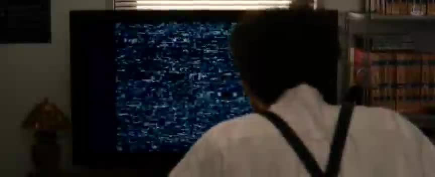 老师为了破解贞子的诅咒,舍生忘死看起了贞子录像带