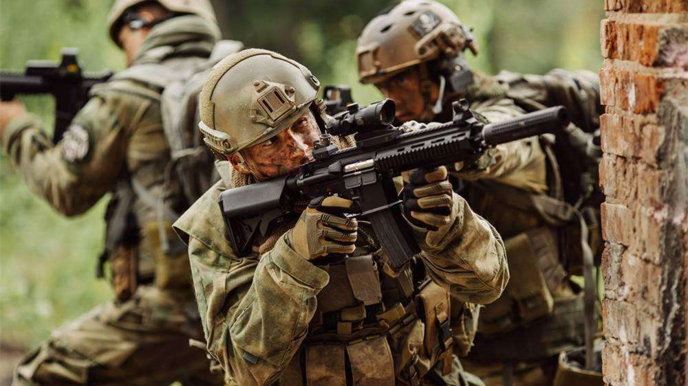 战场上遇到狙击手有多恐怖?为救一个队友死伤惨重!救还是不救?