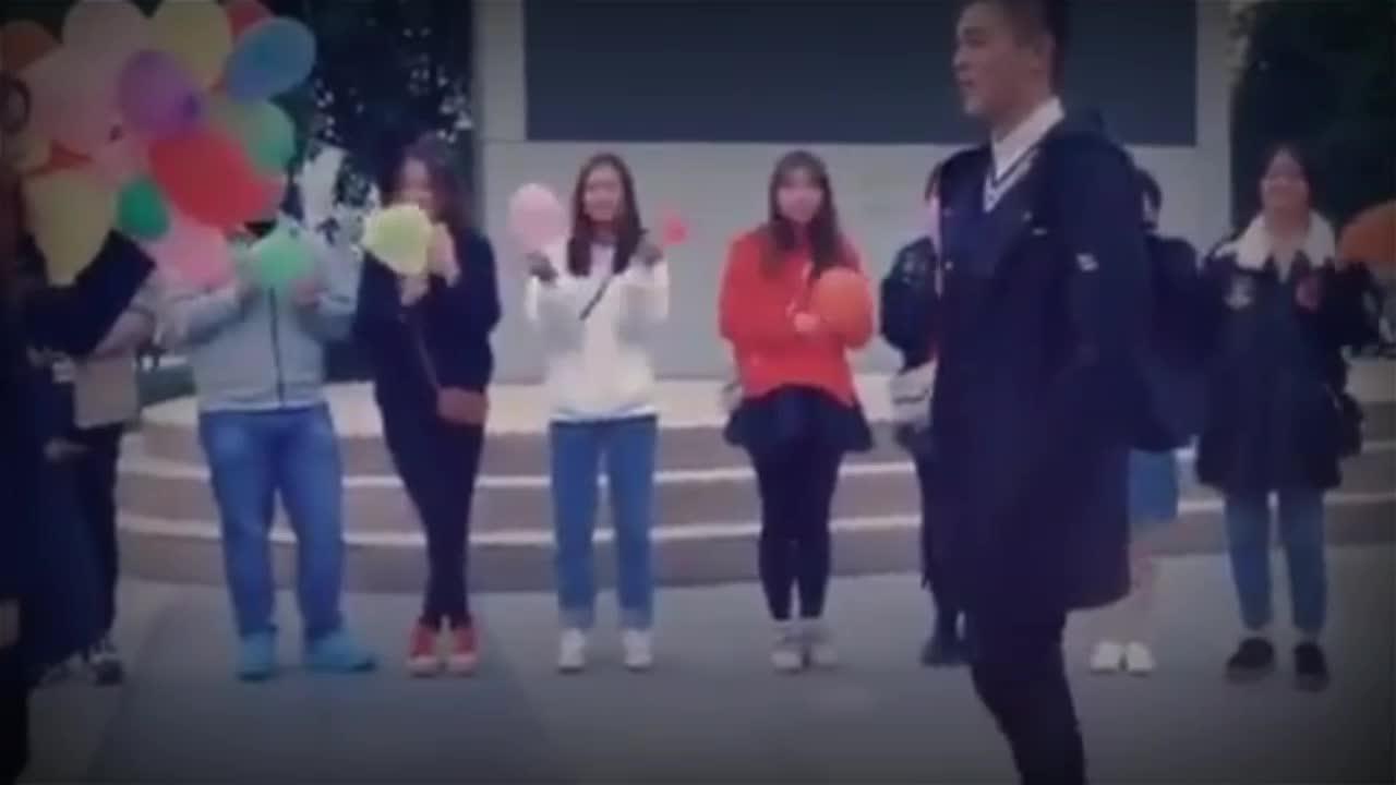 四川大学生用16种语言演唱《告白气球》,太让人佩服了!