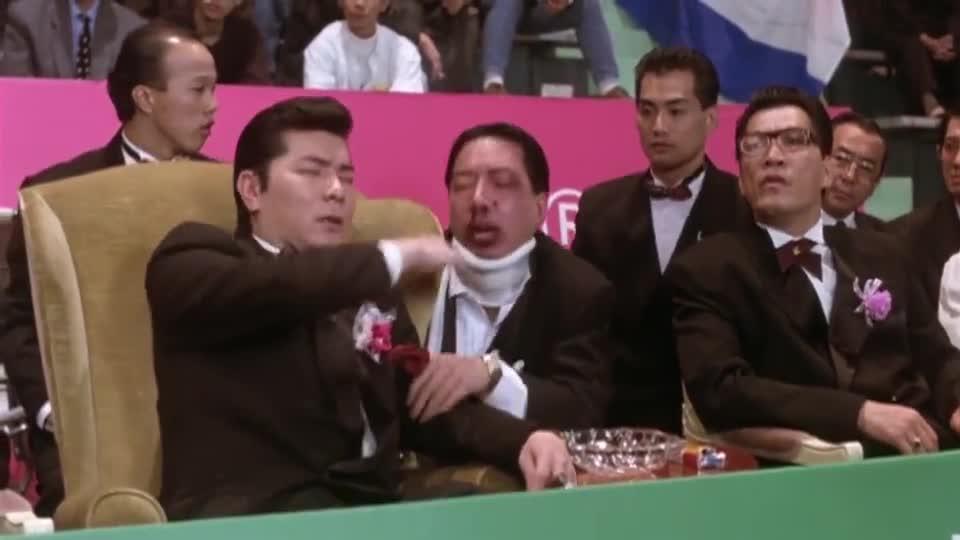 #经典看电影#星爷打入红球,得到第一分,却以为比赛已经结束,直接去领奖了