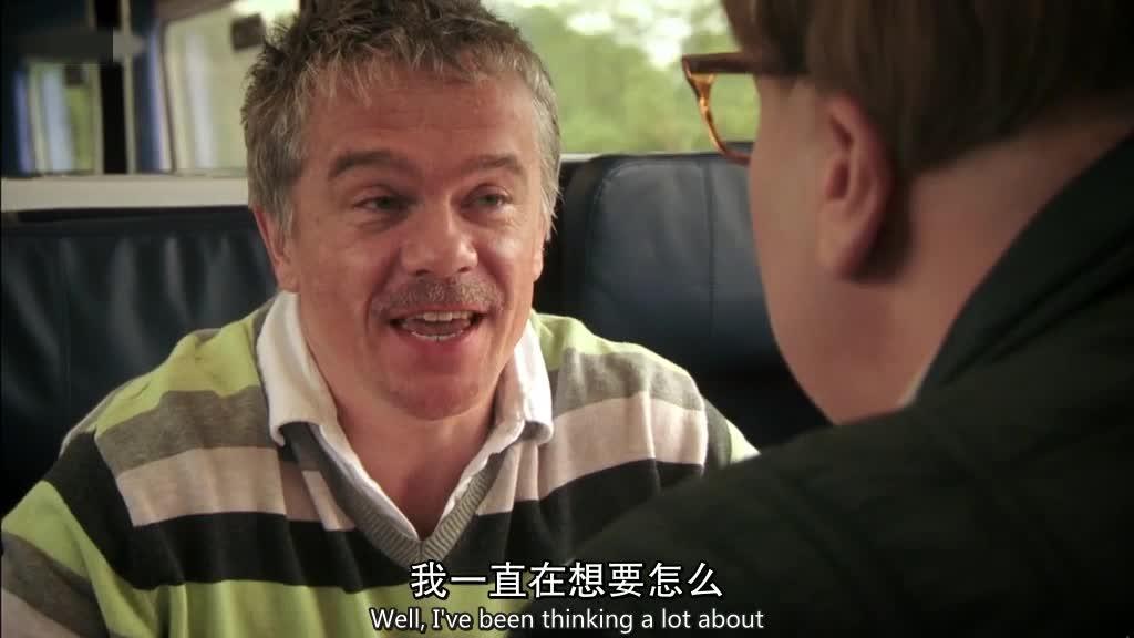 男子在火车上与神秘人碰面,两个人协商互相帮忙,除掉自己的目标