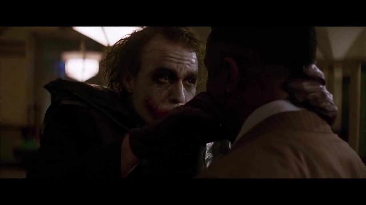 #蝙蝠侠:黑暗骑士#《蝙蝠侠:黑暗骑士》小丑讲述自己心酸过往