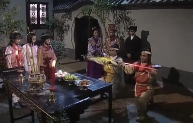 #经典看电影#日月神侠起坛做法请出日月神剑驱散妖气还破除了妖王的法力