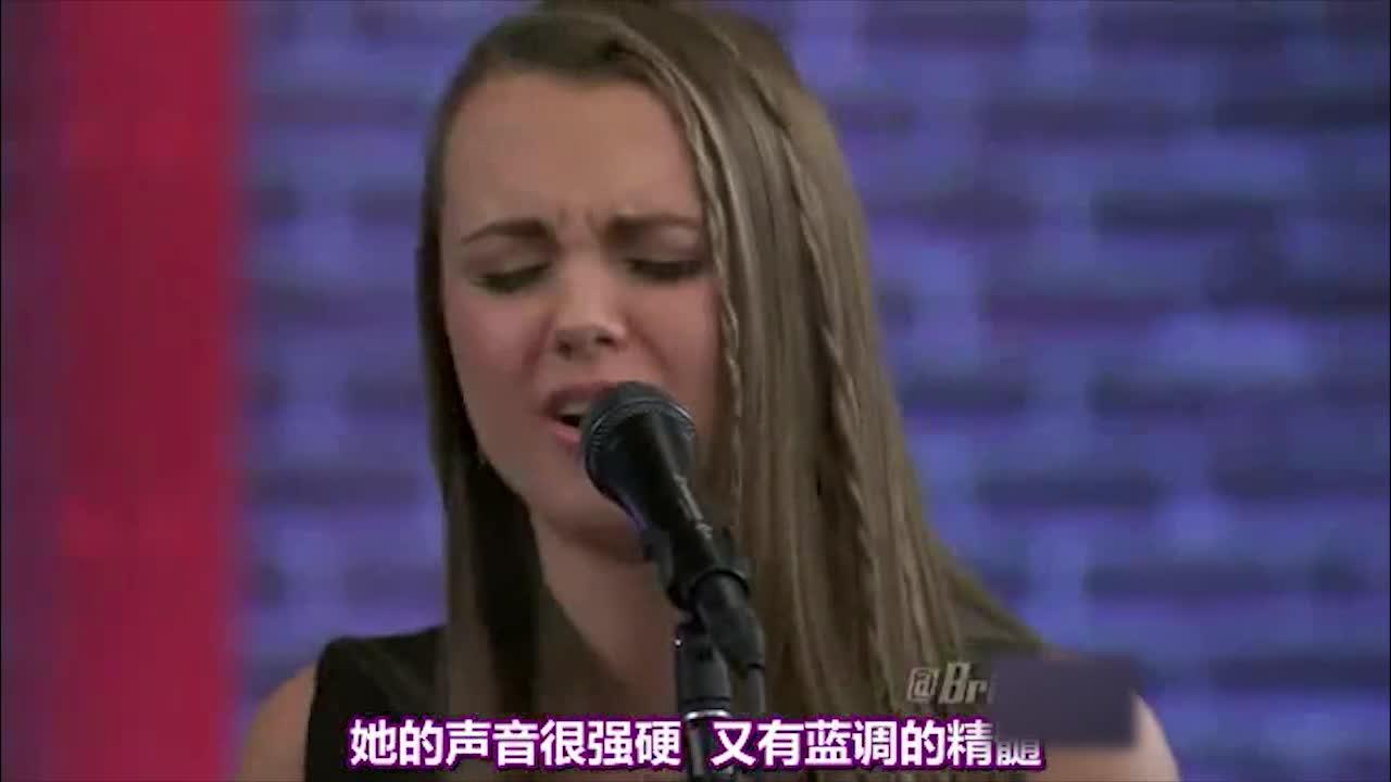 她之前都是靠父亲的帮助,在自己生活的小城市参加一些小演出