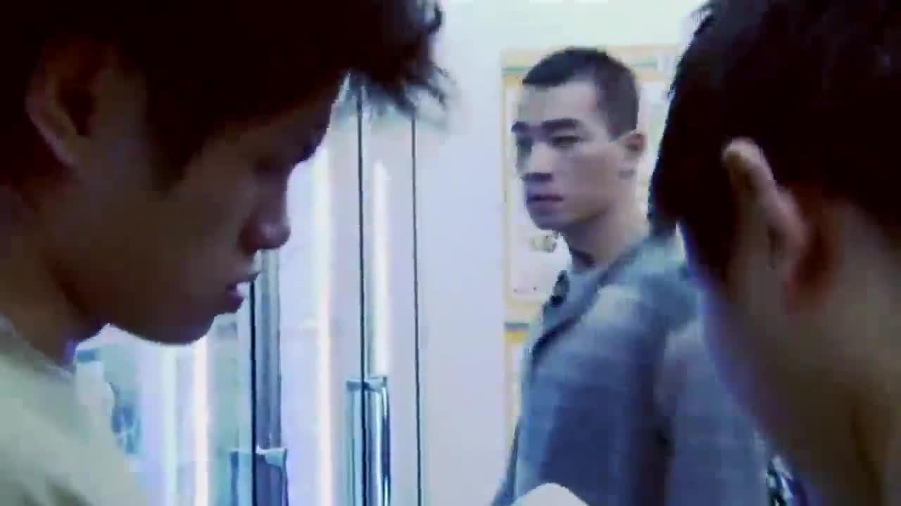 #经典看电影#不混黑社会的陈小春买东西被小混混吼,开车被砍人的黑帮凶