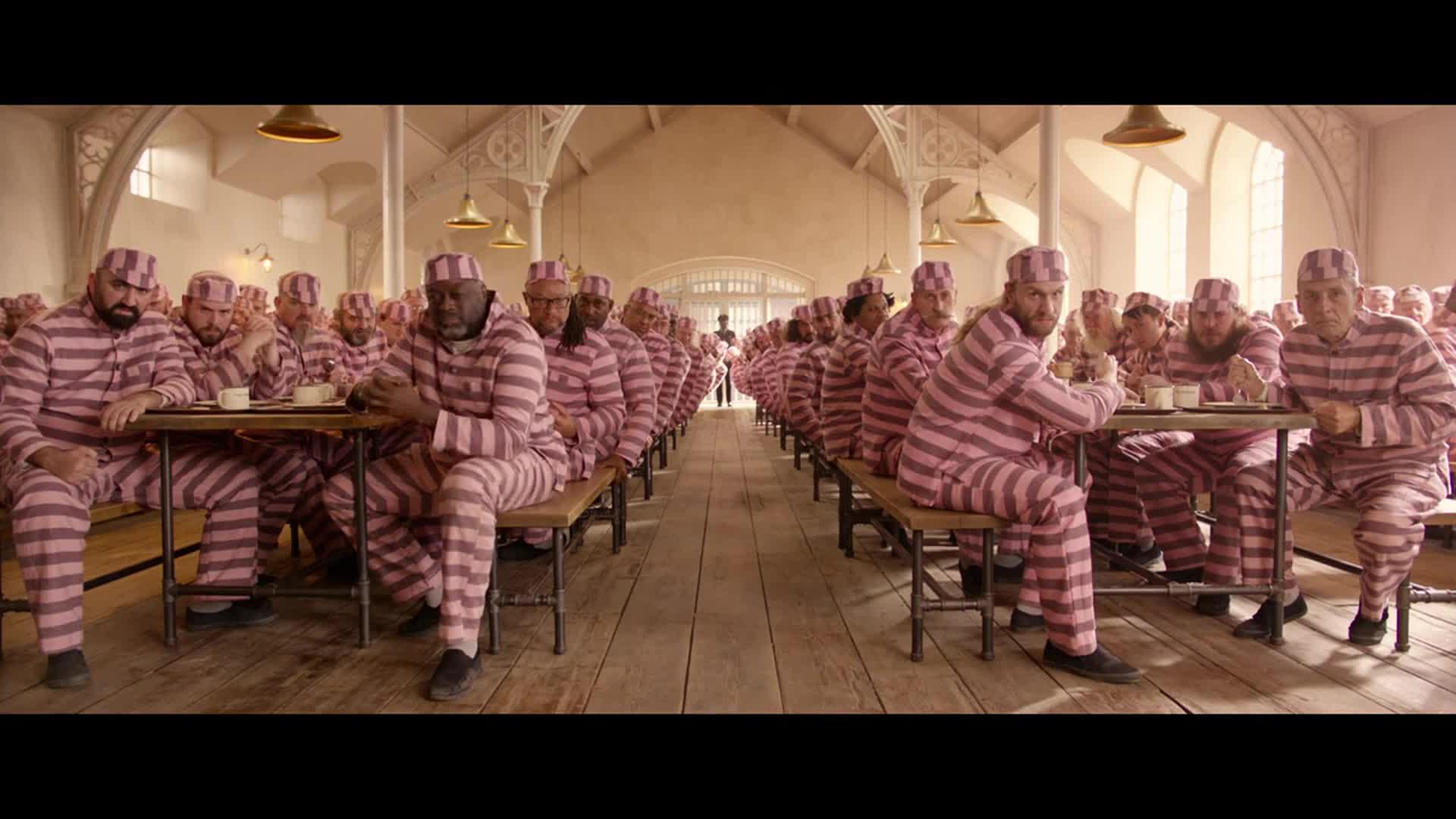 #电影最前线#小熊入狱后竟然得罪到了地头蛇身上