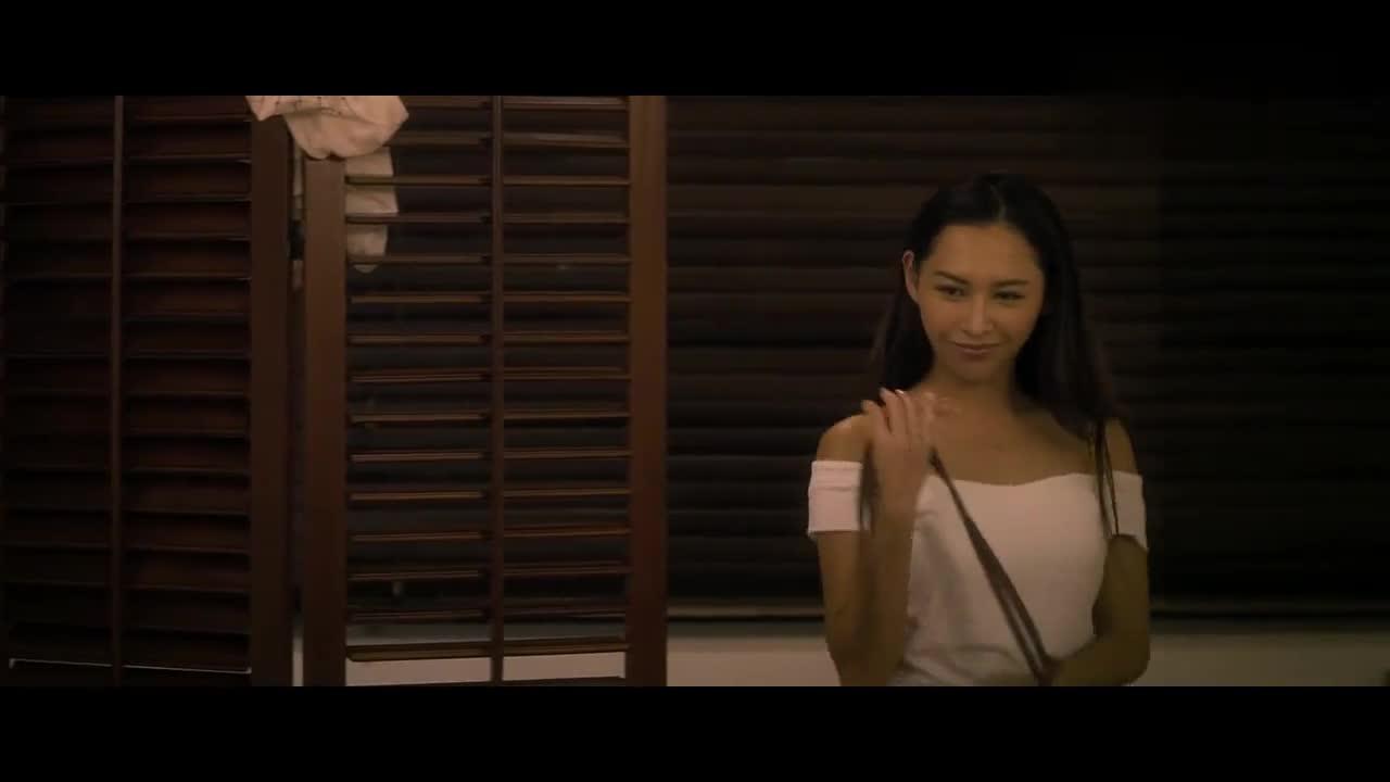#经典电影#男子背叛女友,被女友扫地出门