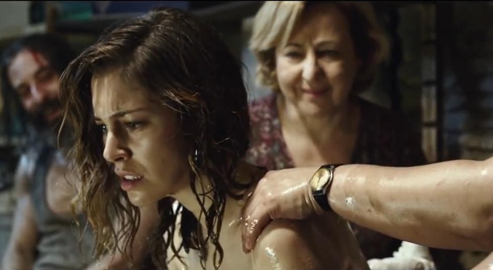 #爆笑看电影#血的教训告诉我们,美女不要随便去酒吧,碰到这种倒霉事情就惨了