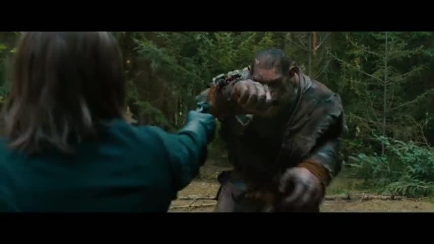 #经典看电影#电影推荐:美女在森林中被欺负,被森林中的怪物解救。