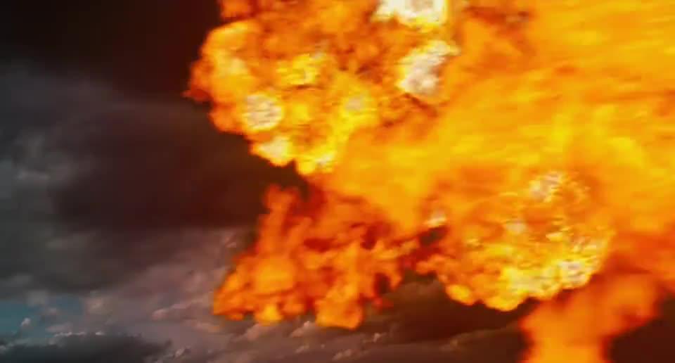 #经典看电影#红孩儿喷出三昧真火,悟空凝起护罩都挡不住,皇宫都被毁了