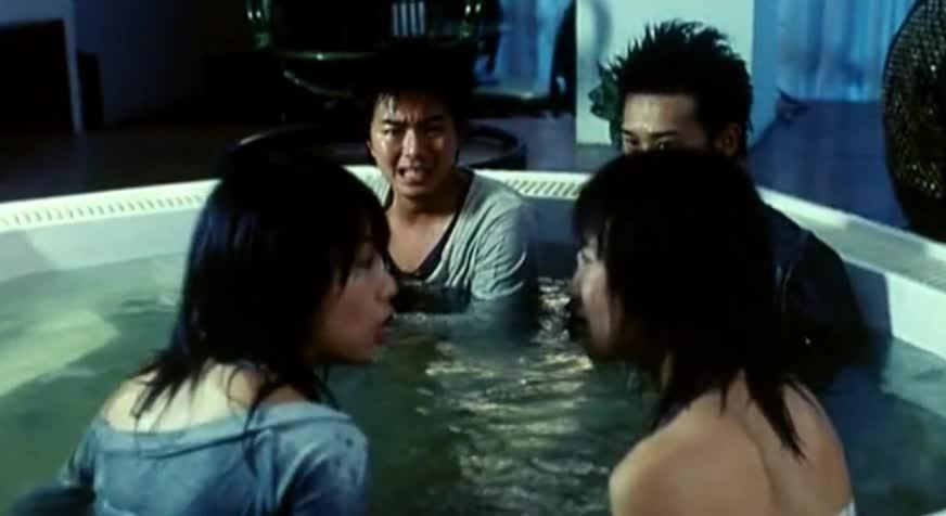 惊慌失措躲浴池, 昔日同伴互相猜忌