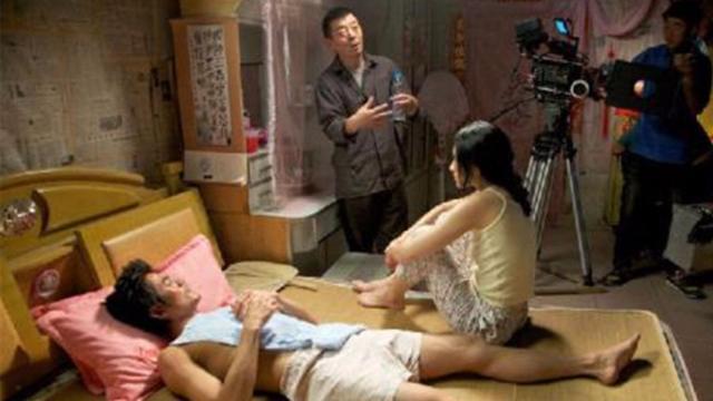#经典看电影#小夫妻都染上了艾滋病,于是在最后的日子里开始尽情的疯狂!