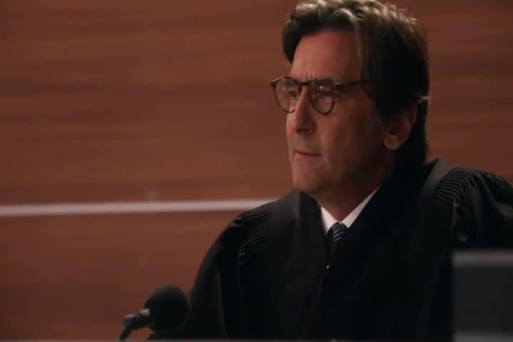 女律师:我的裙子短吗?法官:当着书记员的面你再这样说!