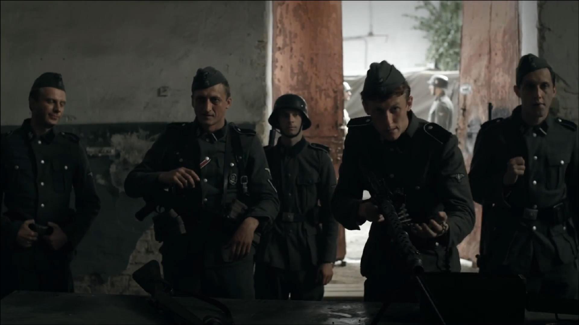 #经典看电影#德军用机枪枪毙俄罗斯平民,抽签决定谁来扣扳机,视人命如草芥