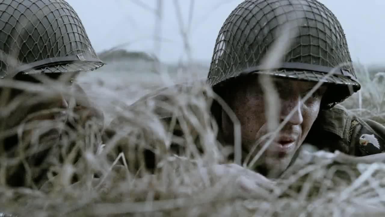 男子开始回忆,回忆战斗的场景,这时有人进来了